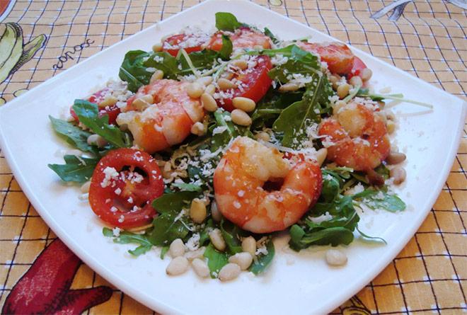 Рецепт Салат с рукколой, помидорами черри и креветками