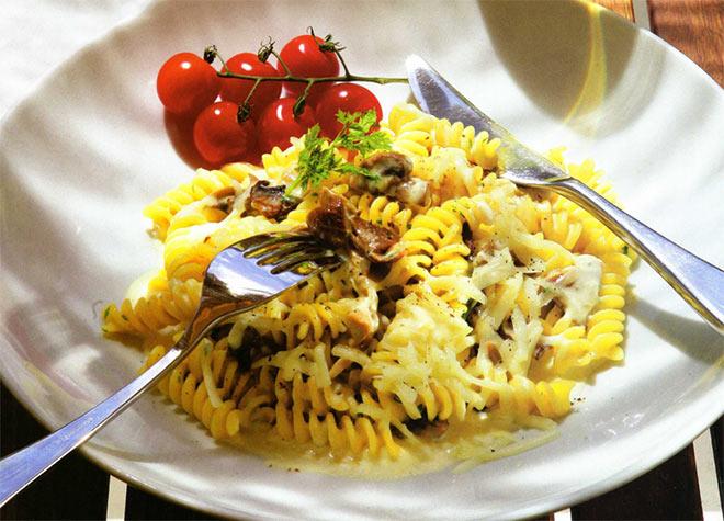 Рецепт Макароны фузилли с грибным соусом