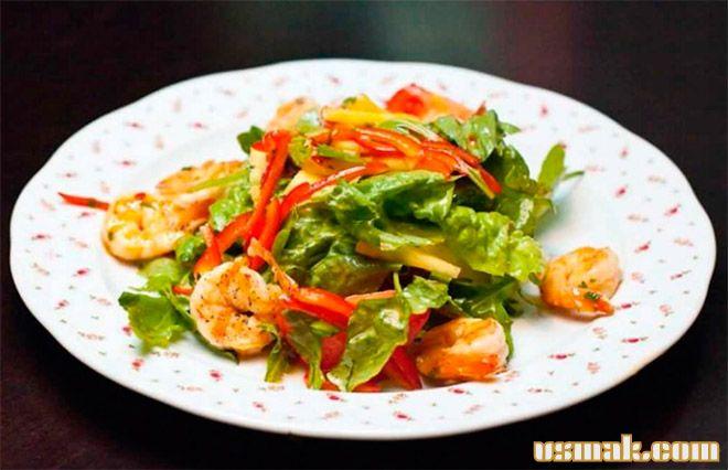 Рецепт Салат с креветками, ананасом и тайским соусом