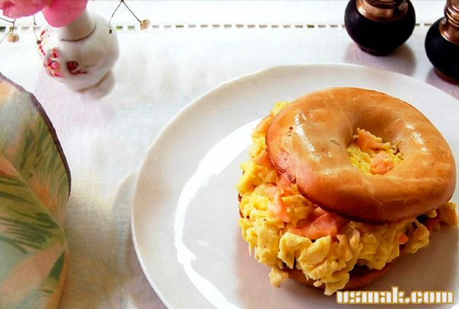 Рецепт Омлет на сковороде в булочке