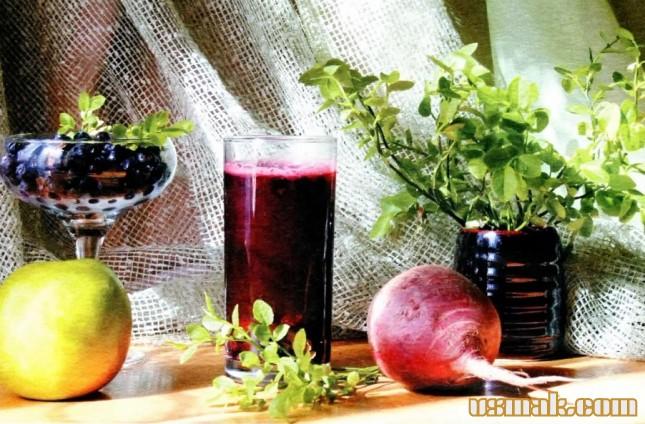 Рецепт Свекольный сок с яблоком и черникой