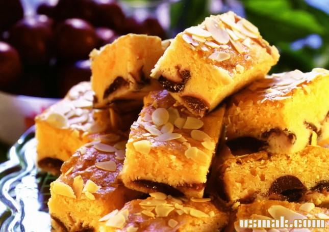 Рецепт Пирог со сливами и миндалем