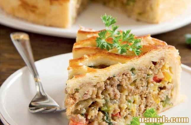 Рецепт Мясной пирог и салат Цезарь