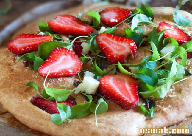 Рецепт Бездрожжевая пицца с клубникой и рукколой