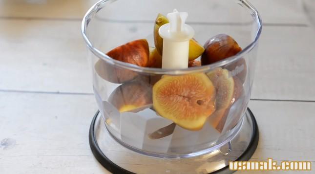 Витаминная смесь из сухофруктов мёда и орехов